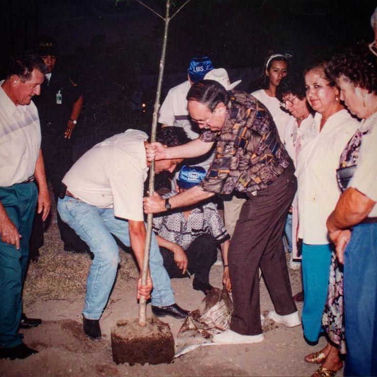 Esta lucha tiene historia! Gracias Don Chuy por tantas enseñanzas.  #TBT #AcciónNatural #DonChuy #Plantando #Arboles #CambiamosNL #juevesdetbt #recuerdos
