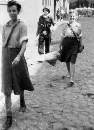 Fototeka Muzeum Powstania Warszawskiego #woman #clothes #1944 #kobieta #fashion #moda #vintage #40's