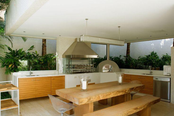 Espaço gurmet com churrasqueira, forno e coifa Largrill. Projeto Andrea Chicharo.  www.largrill.com.br #largrill #churrasqueira #churrasqueiras #churrasqueiracooktop #cooktopgrill #grill #gurmet #espaçogurmet #varandagurmet #varanda #churrasco #churrascaria #casaclaudia #casaclaudialuxo #arquiteturaeconstruçao #casavogue #casacor #fornoalenha #pizza #fornodepizza #arquitetura #arquiteto #arquiteta #design #designdeinteriores #interiores #paisagismo #paisagista #landscape #decor #decoração
