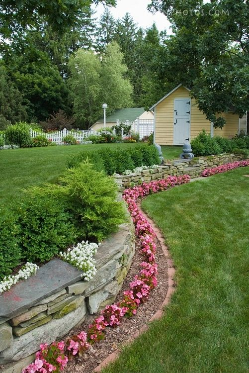 Flower bed border idea flowers landscaping more for Front yard flower bed ideas