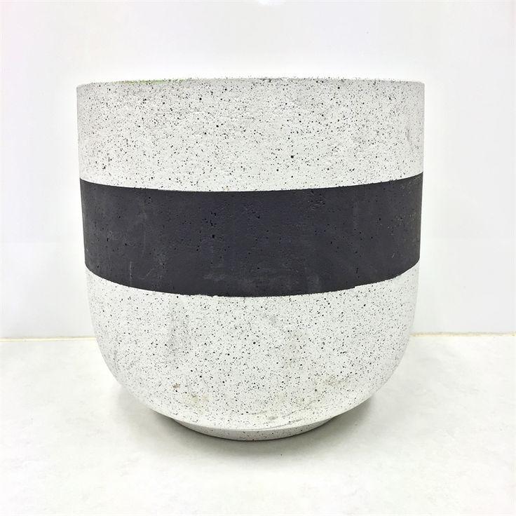 Tuscan Path 48 x 46cm Large Black Saturn Lightweight Pot