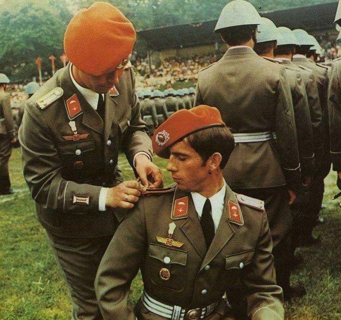 """""""Оранжевые береты"""" - десантники ГДР на смотре."""