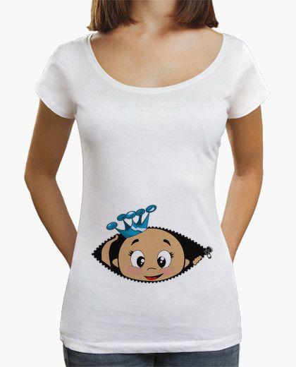 1680e9c00 Camiseta Cucú Blanca Cuello ancho Bebé asomando con corona azul - Ideal para  anunciar embarazo
