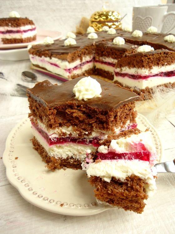 Ciasto Kinder Pingui, ciasto przekładane, ciasto z kremem, ciasto czekoladowe, ciasto z kremem, ciasto przekładane, ciasto przekładane z galaretką, ciasto przekładane kremem, ciasto z kremem i galaretką, ciasto z galaretką i kremem, ciasto z galretką i śmietaną, ciasto z kremem śmietankowym