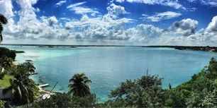 Laguna de bacalar...the best place to relax and meditate meanwhile you can not believe the 7 different types of blues #hiking