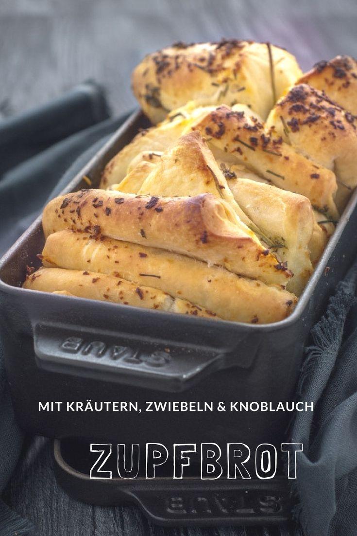 Brot Rezepte: Leckeres Zupfbrot mit Knoblauch und Kräutern. Einfach und schnell und auch ganz tol zum Fondue, zum Grillen oder einfach nur so!  #rezept #brot #backen #herzelieb