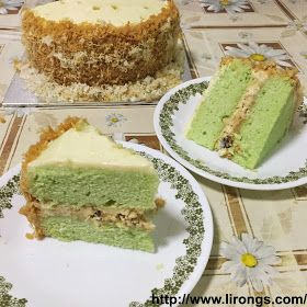 Lirong | A singapore food and lifestyle blog: Recipe: Pandan Gula Melaka Cake // Ondeh Ondeh Cupcakes (pandan extract)