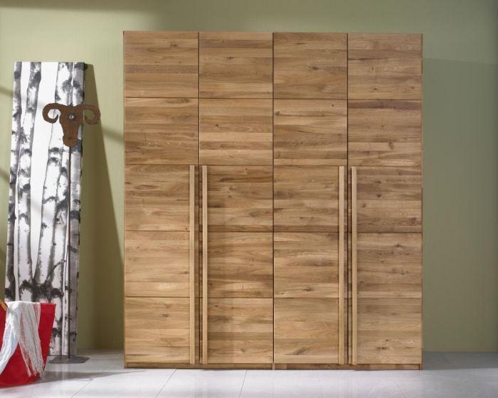 Kleiderschrank Aus Massivholz Holt Die Natur Ins Schlafzimmer In 2020 Kleiderschrank Holz Kleiderschrank Massivholz Kleiderschrank