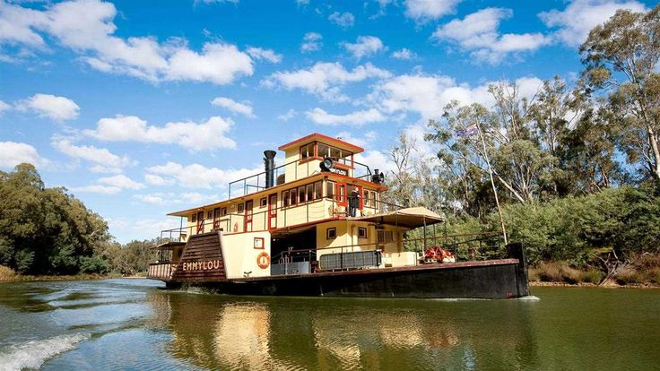 PS <em>Emmylou</em> on the Murray River at Echuca, The Murray, Victoria, Australia