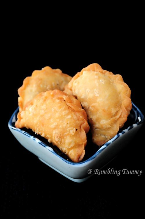 This is a childhood cookie on Lunar New Year. Kok Chai. Peanut puff. [Singapore Food Blog]
