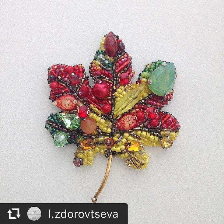 """From @l.zdorovtseva Наступает осень     ❤️ пора листопада и самых вкусных арбузов  А у меня новые брошечки """"вкусно и красиво"""" #кленовыйлист #брошьлистик #брошь #брошьарбуз #арбузик #листик #украшенияручнойработы #embroidery #jewelry #brooch #broochwatermelon"""