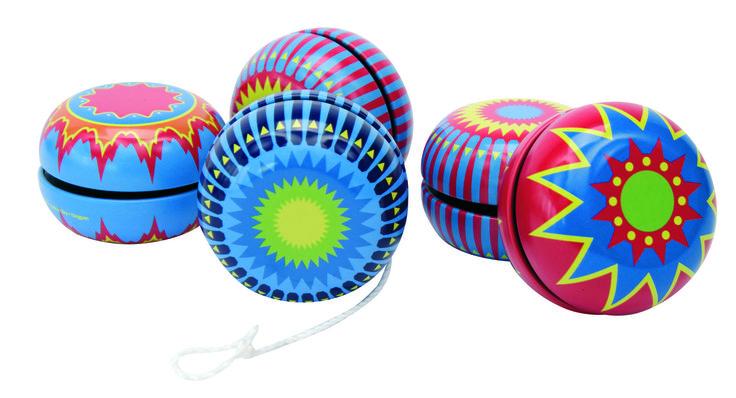 Jojo *** Retro jojo in metaal met origineel design! Voer de gekste trucjes uit met dit nostalgisch speelgoed. Geleverd in verschillende kleuren.