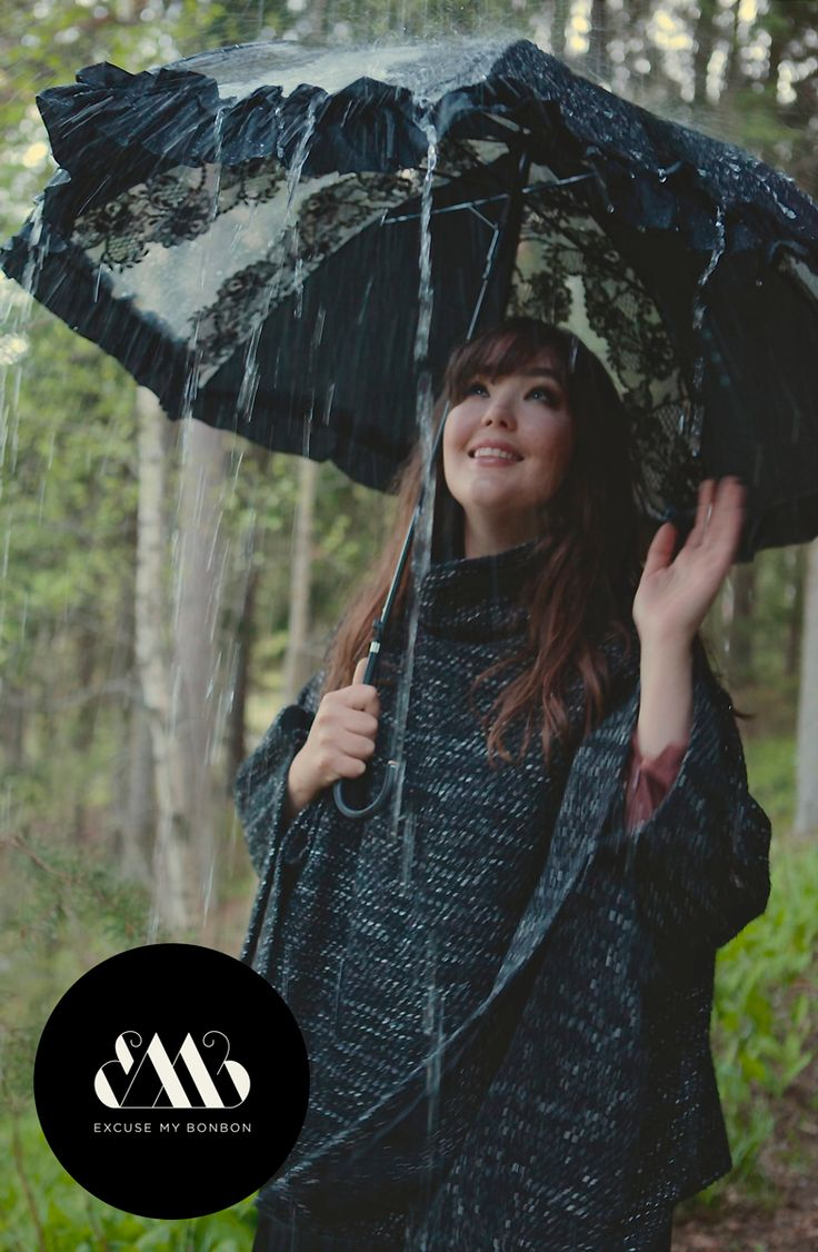 Tanita Poncho  Photo: Sanna Saastamoinen-Barrois Make up: Janne Suono Model: Ninja Sarasalo