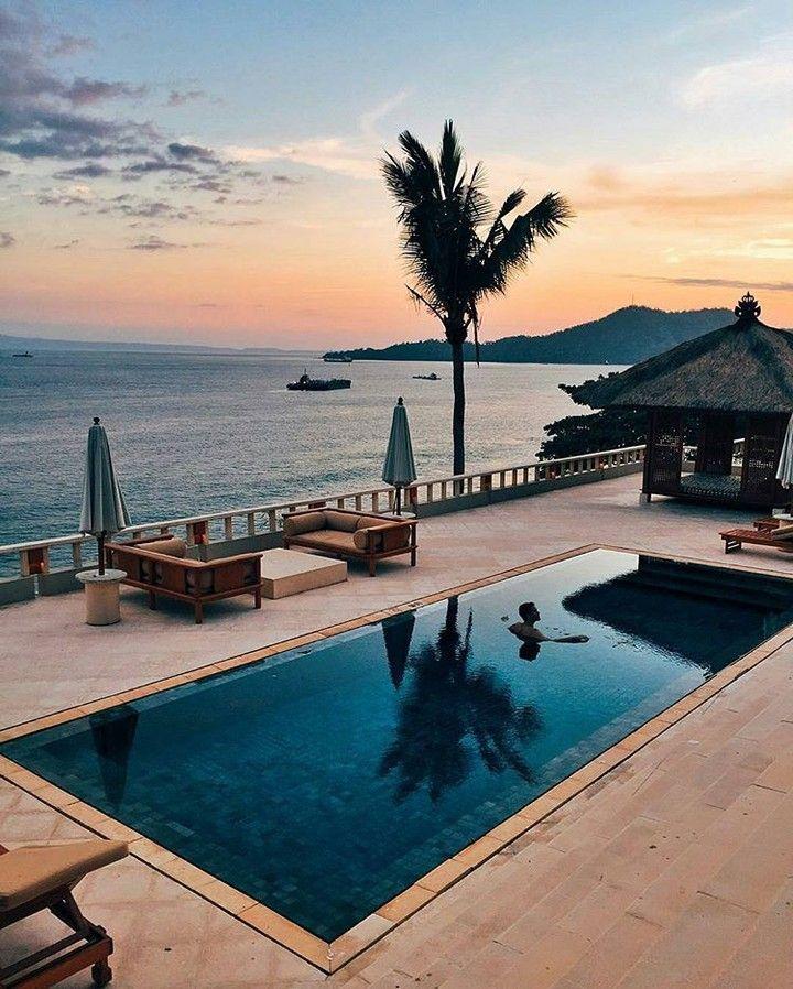 Bom dia :) . Credits to @iamgalla . #amazingplaces #wonderfulplaces #instatravel #world #swimmingpool #sunset #aroundtheworld