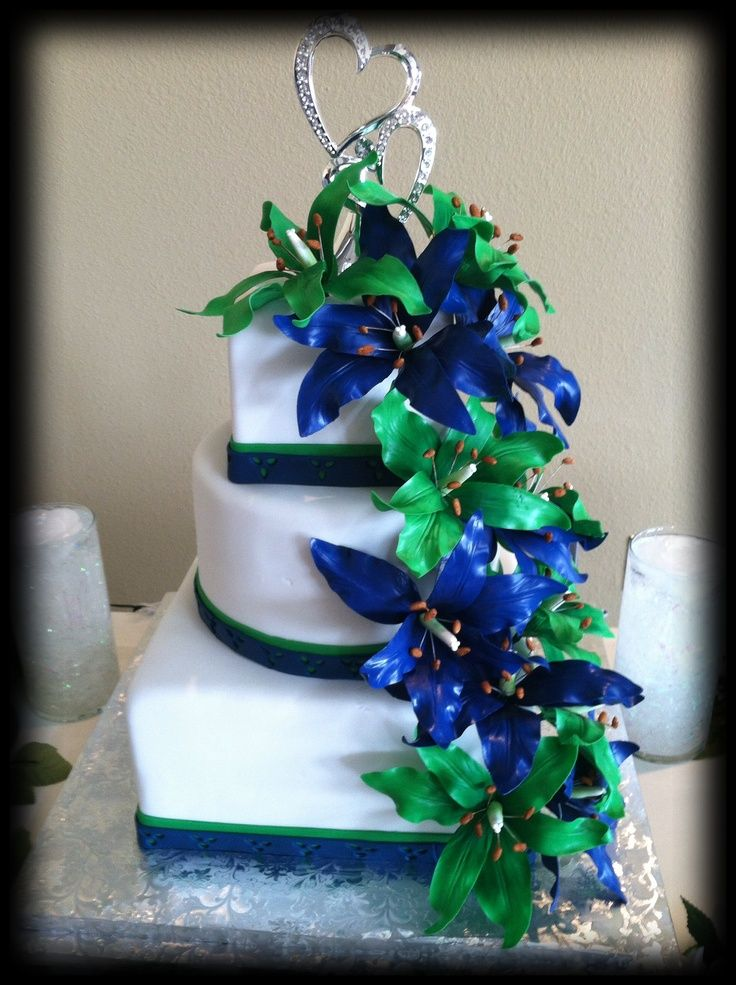 Navy Blue and Green Wedding cakes | Wedding cake with green and blue sugar lilies