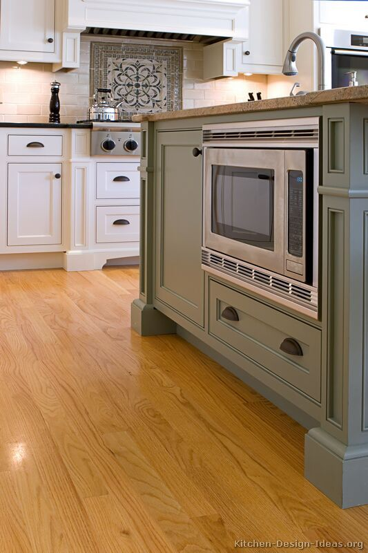 Traditional two tone kitchen cabinets 07 kitchen design for Traditional kitchen color schemes