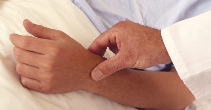 Quanto tempo demora para tratar a celulite (infecção)?. A celulite é uma infecção bacterial que afeta comumente a superfície da pele nas partes de baixo da perna. Quando tratada com antibióticos, os sintomas da celulite diminuem dentro de alguns dias. Se deixada sem tratamento, pode ser fatal.