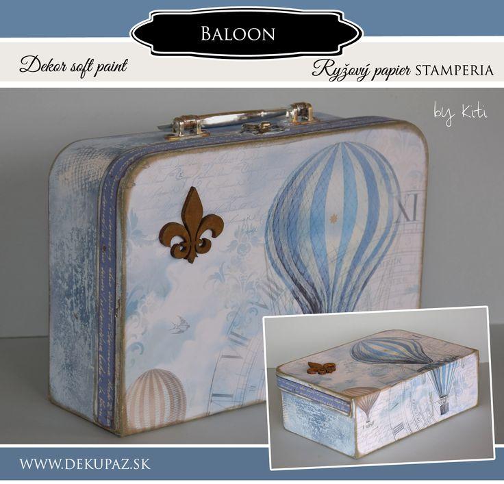 Použitý materiál: Sada kartónových kufrov , truhlička, ryžový papier DFSA 4114, bavlnená stuha NST 005, dekor soft paint farby : biela, ľadová modrá, atramentová modrá