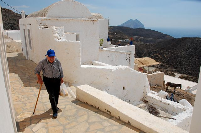 Man in Chora Anafi island - Greeka.com | Greece | Greek islands