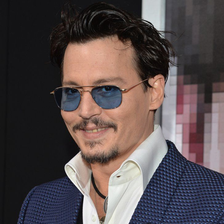 Pin for Later: Johnny Depp trägt Amber Heards Verlobungsring auf dem roten Teppich!