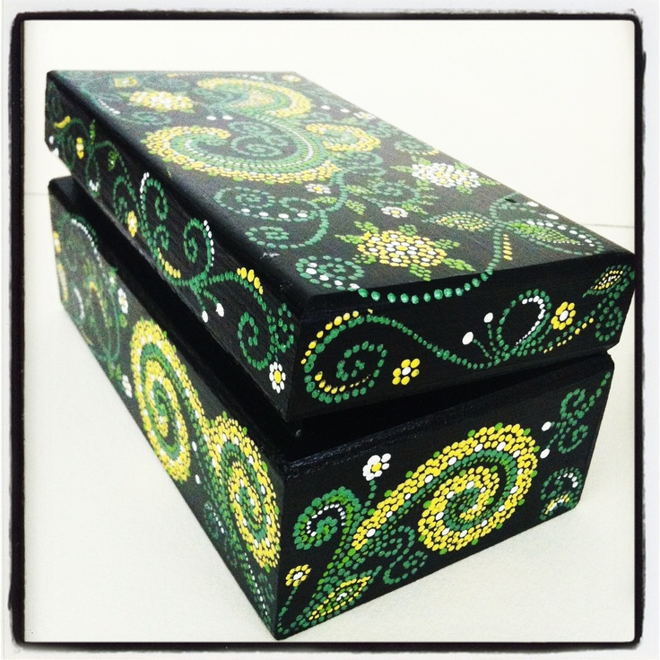 Acrylic trinket boxes : Wooden keepsake box painted with acrylic paint the design