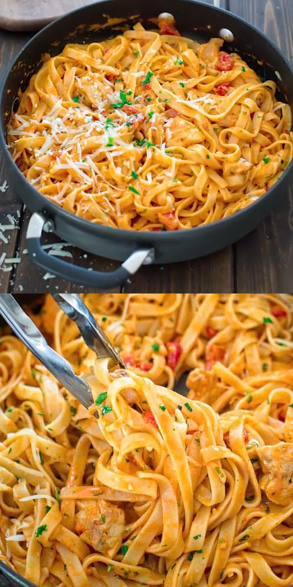 Pasta with Chicken and Roasted Pepper Sauce