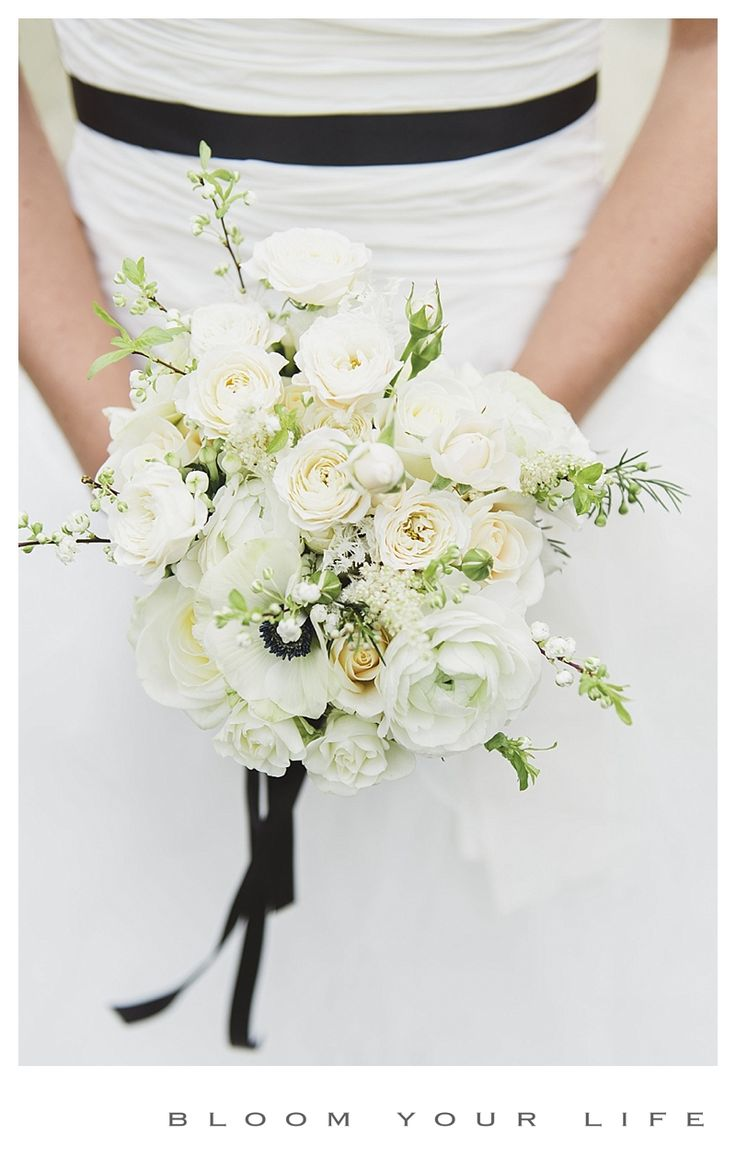 Bridal bouquet with anemone, spray roses, ranunculus, roses, blossom,  photographer: Alexandra Vonk floral design: Bloom Your Life venue: het Heerenhuys