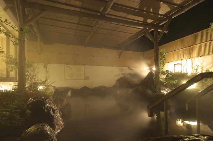 露天岩風呂温泉。ゆったりと温泉に浸かり、くつろぎのひとときを。