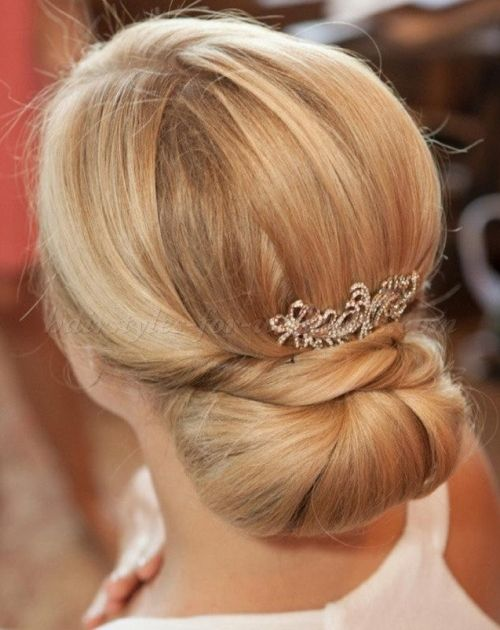 hair bun wedding styles 17 best ideas about chignons on wedding updo 4471 | d3fc6df2811d1ccd4aec6bdc82dcc768