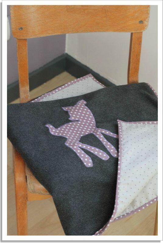 Couverture bébé. Polaire, biais et tissu.