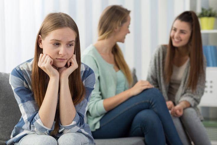 Ida har vært lite på skolen i 9.klasse. Det er så slitsomt med friminuttene, hun vet liksom ikke helt hva hun skal snakke med de andre om. I klassen er det mye støy, ofte vikar, og vanskelig å vite…