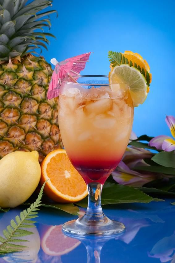 Mai Tai: 2 parts dark rum 2 parts gold rum 1 part Triple Sec 1 part Amaretto The juice of one lime 2 dashes of Grenadine #Drinks #Cocktail