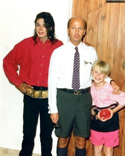 Michael Jackson & Macaulay Culkin, not sure who the other guy is, i'm assuming a fan lol.