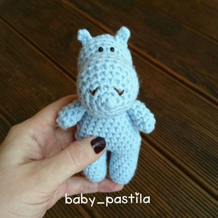 Купить Вязаный бегемотик для фотосессии новорожденного малыша - вязаный бегемотик, вязаный бегемот, игрушка бегемотик
