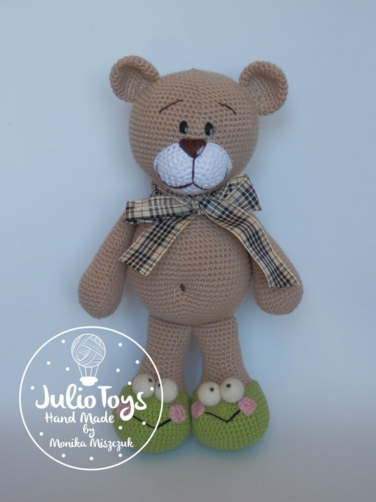 El Clasico teddy bear - crochet PDF pattern by JulioToys on Etsy https://www.etsy.com/listing/247012261/el-clasico-teddy-bear-crochet-pdf