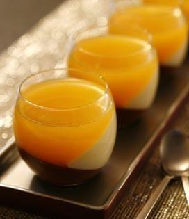 Verrine aux 2 chocolats et gelée de clémentines - Envie de bien manger. Plus de recettes de verrines sur : www.enviedebienmanger.fr/recettes/verrines