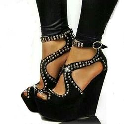 Enticing Metal Decoration Wedge Sandals