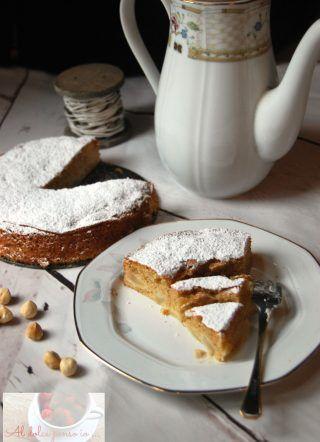 torta morbida pere e nocciole una deliziosa torta morbida, con tutta la dolcezza delle pere e il gusto goloso e deciso delle nocciole che si fondono in un connubio perfetto