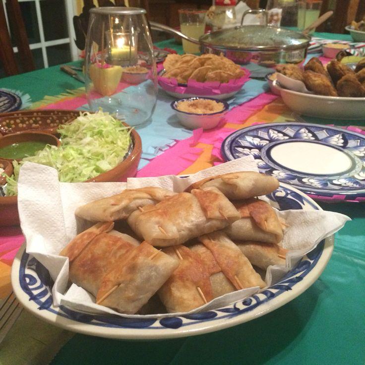15 de septiembre/México #food #cena #chimichangas #comidamexicana #mexicanfood #talavera