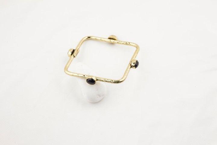 Square bracelet with 4 black stones - EmKha