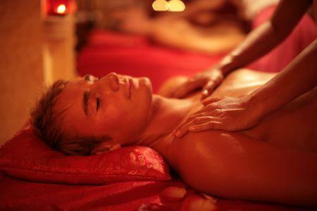 Попробуйте сделать своему мужчине тайский массаж - он известен практически на весь мир и имеет исключительно положительные отзывы. Тайки делают его не только руками, но и обнаженной грудью. Подобная процедура вызывает у мужчин сильнейшее возбуждение.