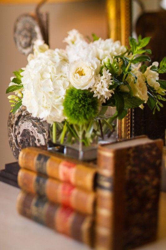 White Flower, Old Book, Tables Tops Decor, California Home, Living Room, Flower Arrangements, Fresh Flower, Vignette, Design Home