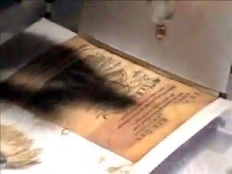 Lavaggio senza smontare il libro. Washing of the title page of a book wi...