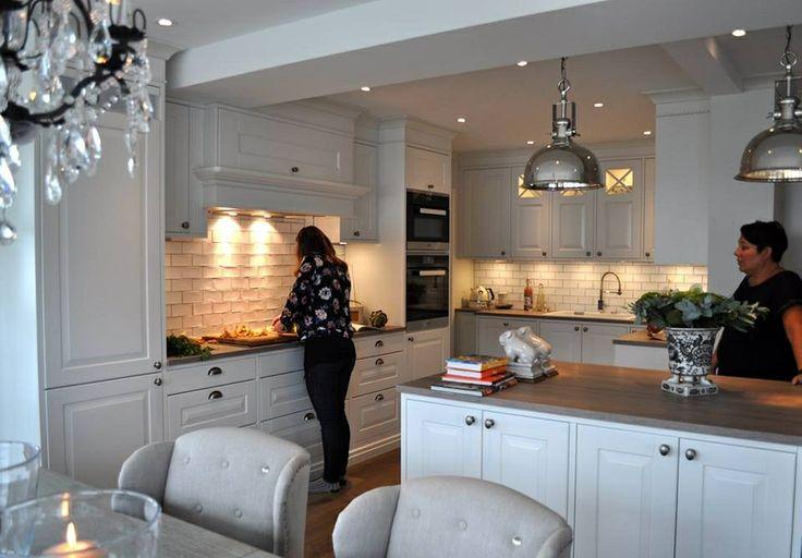 Kjøkken levert til kunde i Sarpsborg.  Kjøkkenmodell Sigdal Herregaard Shaker.  Design: Nina Th. Oppedal, Studio Sigdal Fredrikstad.