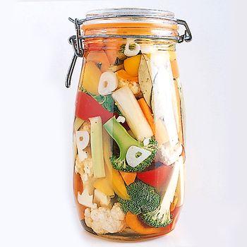 色のはっきりした野菜を漬けこんだピクルスを漬けておけば、時間のない時にもさっと一品出せるのでおすすめです。