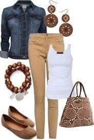 Resultado de imagen para combinaciones de ropa pantalon beige
