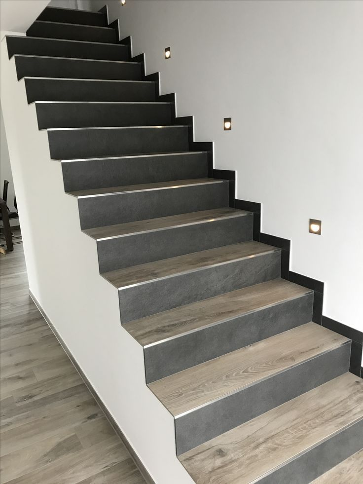 Treppe Fliesen In Holzoptik 2 Verschiedene Farben Escaliers Maison Revetement Escalier Renover Escalier