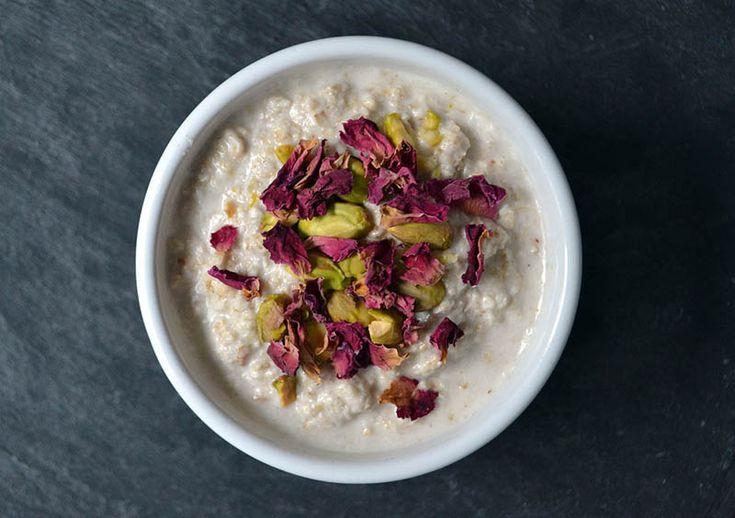 Kulinaria: Pyszne nocne owsianki - http://kobieta.guru/pyszne-nocne-owsianki/ - Mamy świetne rozwiązanie dla osób, które nie mają czasu na przygotowywanie śniadań. Wystarczy, że z rana wyjmiesz gotową owsiankę z lodówki i możesz ruszać w drogę!  Każdy poranek powinnaś rozpocząć od pożywnego śniadania, które uważane jest za najważniejszy posiłek w ciągu dnia. Odpowiednie produkty pobudzą Twoje ciało do pracy i dodadzą