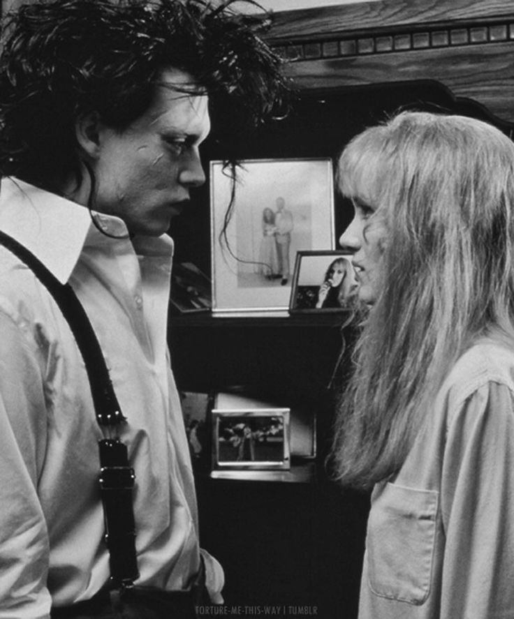 """Johnny Depp y Winona Ryder en """"Eduardo Manostijeras"""" (Edward Scissorhands), 1990"""
