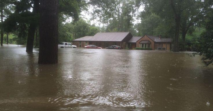 Pastor que diz que Deus pune gays com desastres naturais tem casa destruída por inundação